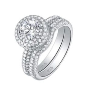 Jewelry - CERTIFIED 2.8 cttw Diamond Ring